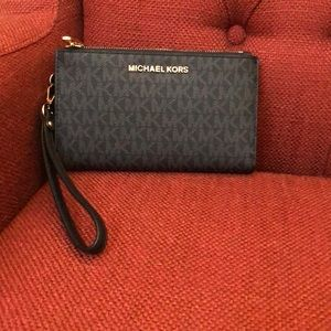 Micheal Kors Signature Double Zip Wristlet 0458
